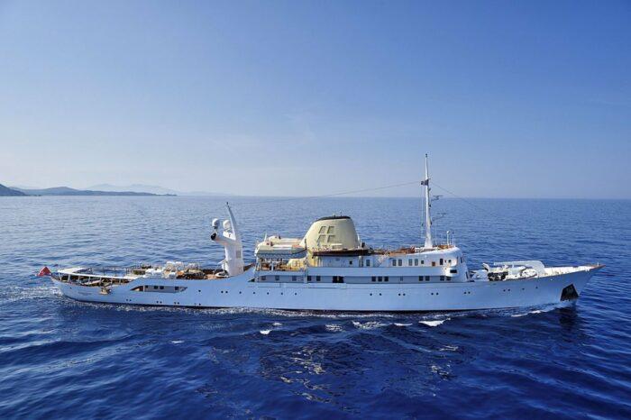 У берегов Миконоса встала на якорь яхта Аристотеля Онассиса